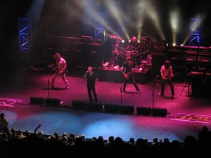 THUNDER Live At Hammersmith Apollo